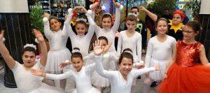 """Коледно парти на ЧСУ """"Нов век"""" за ученици и родители! (Галерия и видео)"""